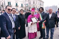 Il nuovo Vescovo Mons. Luigi Mansi accolto nella città di Minervino