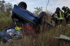 Incidente sulla ex R6, auto ribaltata fuori strada