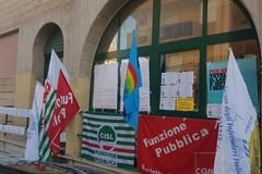 """Continua l'agitazione degli infermieri """"in scadenza"""", protesta in Prefettura"""