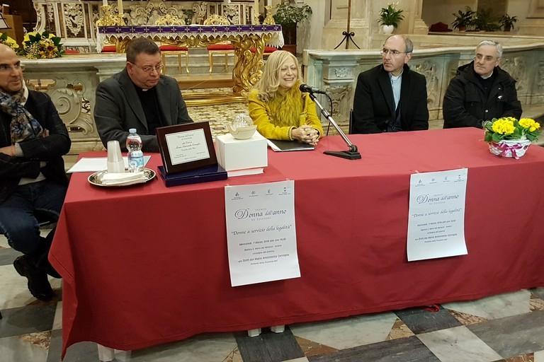 Premio donna dell'anno al Prefetto Cerniglia