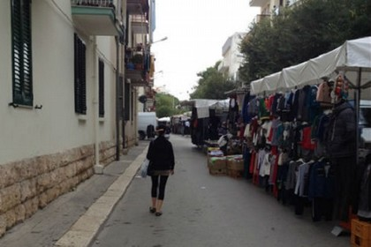 mercato settimanale. <span>Foto Savio Scarpa</span>