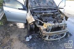 In fiamme un'autovettura sulla tangenziale, illeso 36enne di Minervino Murge