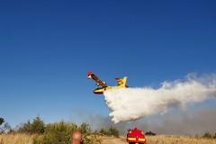 Bosco di Acquatetta ancora in fiamme, circa 200 ettari distrutti
