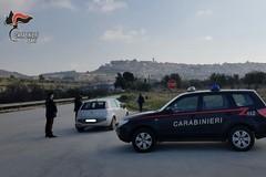 Si nasconde sotto le coperte per sfuggire ai Carabinieri, arrestato ladro d'appartamento