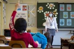 Scuola, «Didattica integrata per le superiori, libera scelta per elementari e medie»