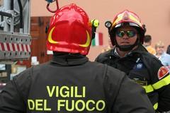 Sabato notte di fuoco in via Roma, intorno alle 3 bruciano auto